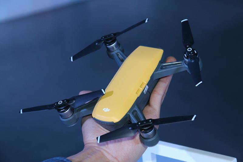 大疆Spark无人机3299元起售:人脸识别开机 无需遥控器掌上直接起飞!