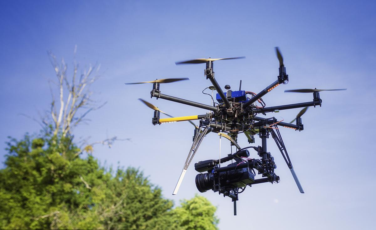 无人机使用碳纤维复合材料的4大优点