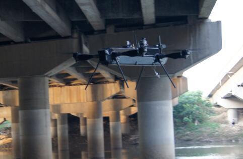 """无人机""""扫盲""""桥梁检测死角 交通质监用上科技执法新手段"""